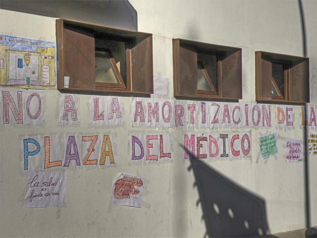 Encierro en el Consultorio Médico de Malpica de Tajo en protesta por los recortes en la prestación de servicios sanitarios Paredw