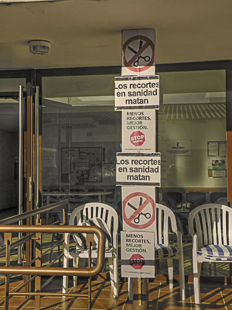 Encierro en el Consultorio Médico de Malpica de Tajo en protesta por los recortes en la prestación de servicios sanitarios Protesmalpisaniw